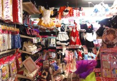 I've heard that the maid café girls buy their work clothes here.
